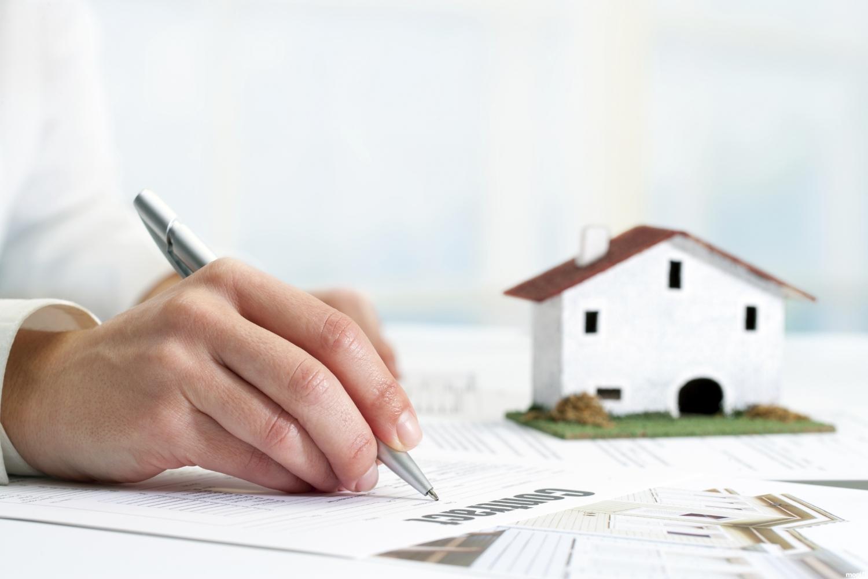 Mua bán nhà đất nên công chứng hay chứng thực?