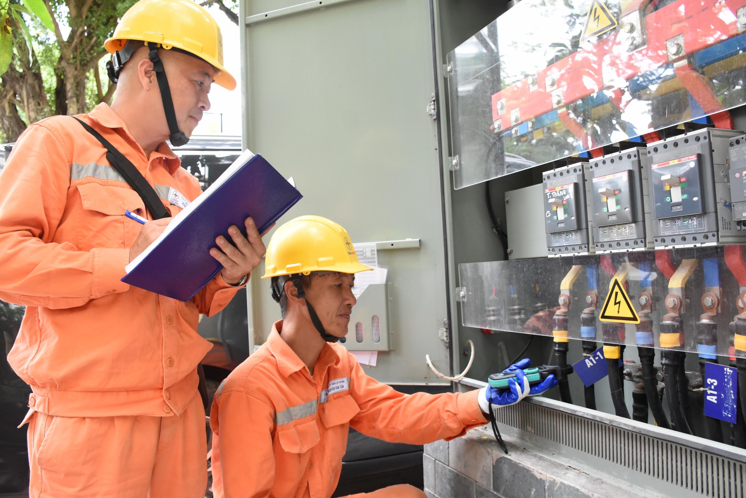 EVNHANOI đảm bảo điện phục vụ các hoạt động kỷ niệm Cách mạng tháng Tám 19/8