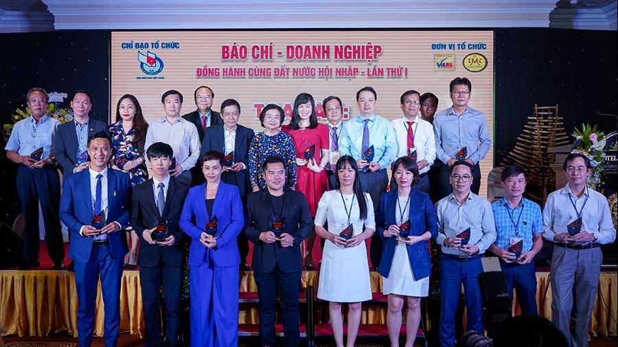 Tập đoàn Hưng Thịnh được vinh danh Doanh nghiệp phát triển bền vững và tích cực hỗ trợ cộng đồng đẩy lùi Covid-19