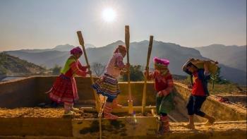 Khám phá Vẻ đẹp kiến trúc Nhà đất trình tường của người Mông vùng Cao nguyên đá