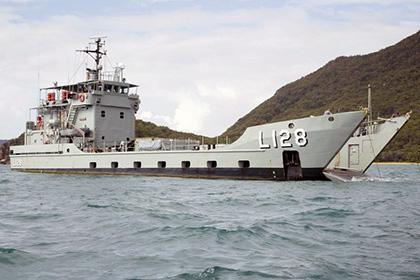 Australia tặng tàu đổ bộ cho Philippines