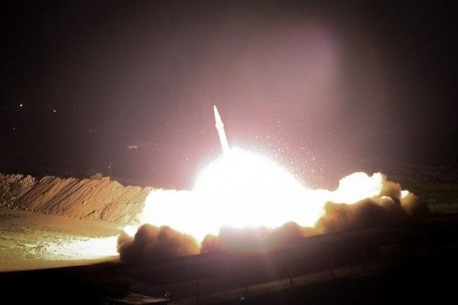 Iran phóng tên lửa tấn công căn cứ Mỹ tại Iraq