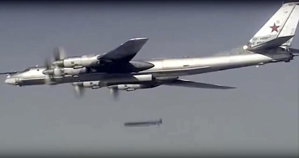 Oanh tạc cơ Nga mang tên lửa hành trình tối tân diệt IS