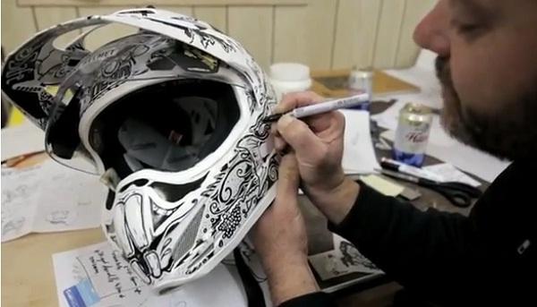 """Mũ bảo hiểm độc cho """"dân ghiền"""" môtô"""