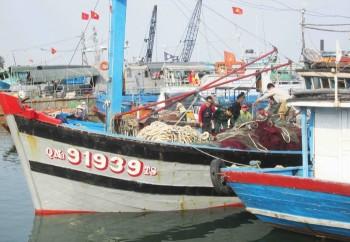 Chủ tàu cá bị Trung Quốc cướp phá cầu cứu cơ quan chức năng