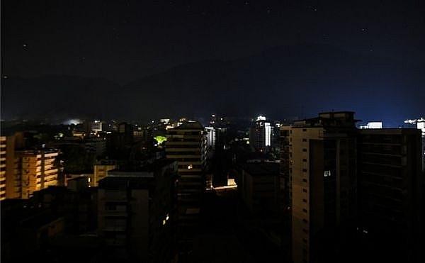 Venezuela: Giao thông công cộng và các dịch vụ tê liệt vì mất điện