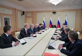 Putin họp khẩn với lãnh đạo các công ty dầu khí