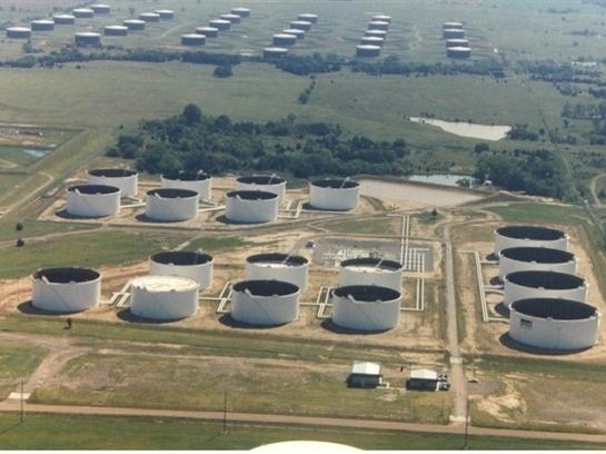 Các công ty dầu và thương nhân tranh giành bể chứa
