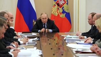 Quan chức Điện Kremlin mắc Covid-19, không tiếp xúc Tổng thống Putin