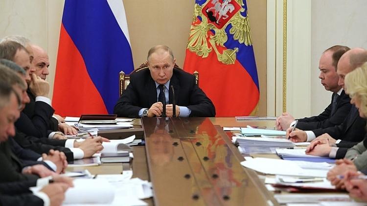 quan chuc dien kremlin mac covid 19 khong tiep xuc tong thong putin