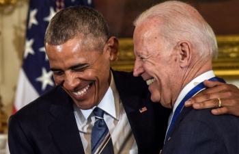 Ông Obama chúc mừng Tổng thống Biden về gói cứu trợ Covid-19