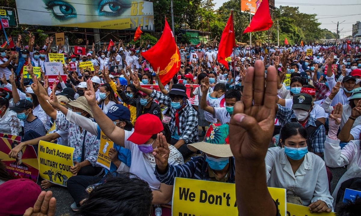 Ít nhất 12 người chết trong các cuộc biểu tình ở Myanmar