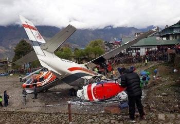 Máy bay va chạm trực thăng gần đỉnh Everest, ít nhất 3 người thiệt mạng