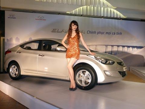 Hyundai Elantra có gì để đấu Toyota Altis tại VN?