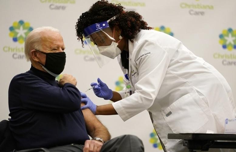Số ca mắc mới và tử vong do Covid-19 ở Mỹ giảm 5 lần