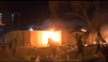 Cận cảnh người biểu tình Iraq đốt cháy lãnh sự quán Iran