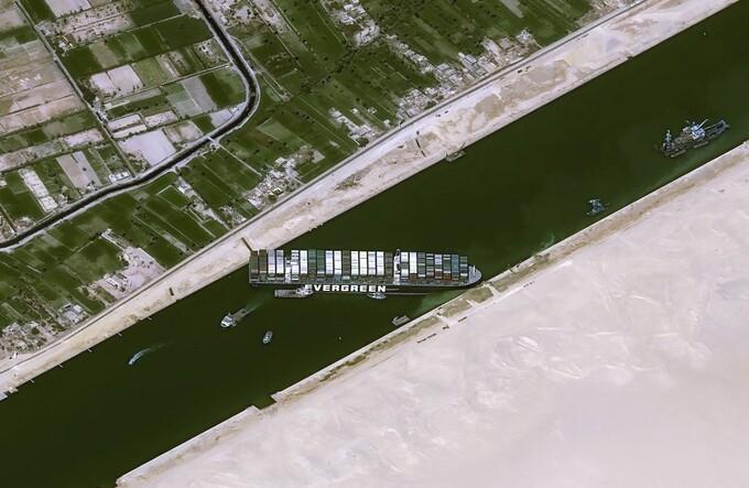 Ai Cập bắt đầu mở rộng kênh đào Suez