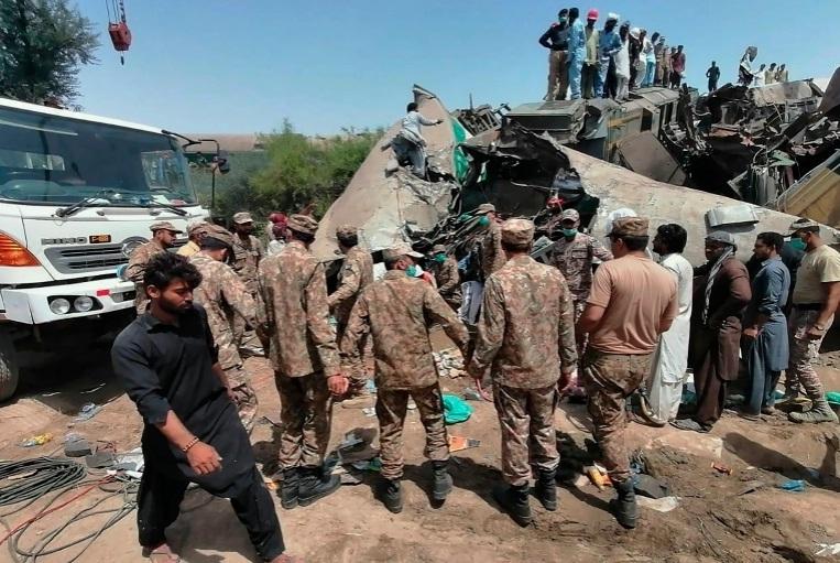 Hai tàu Pakistan va chạm, gần 90 người thương vong