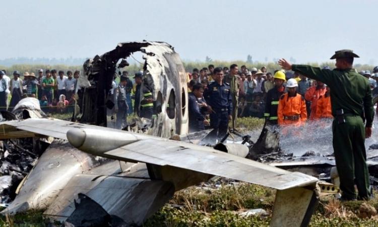 Hiện trường vụ rơi máy bay khiến ít nhất 12 người thiệt mạng ở Myanmar hôm 10/6.