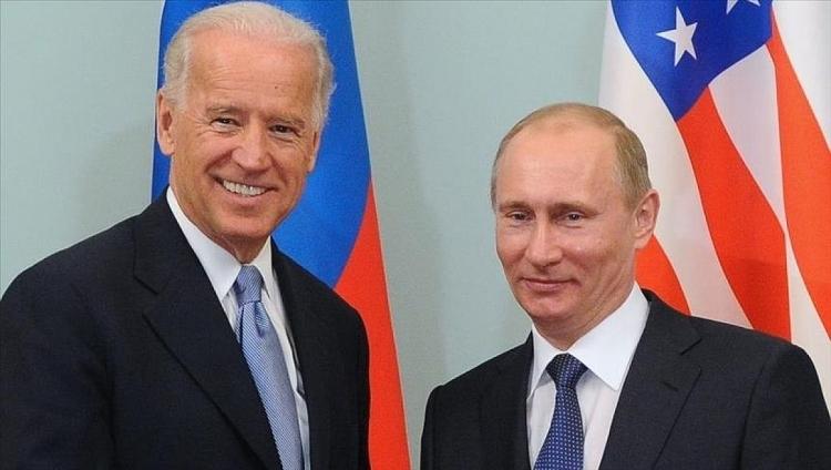 Tổng thống Mỹ Joe Biden (bìa trái) và người đồng cấp Nga.