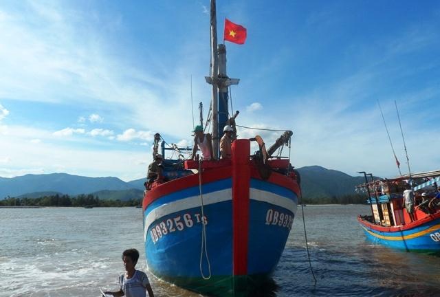 Đón 13 ngư dân bị Trung Quốc bắt giữ trở về