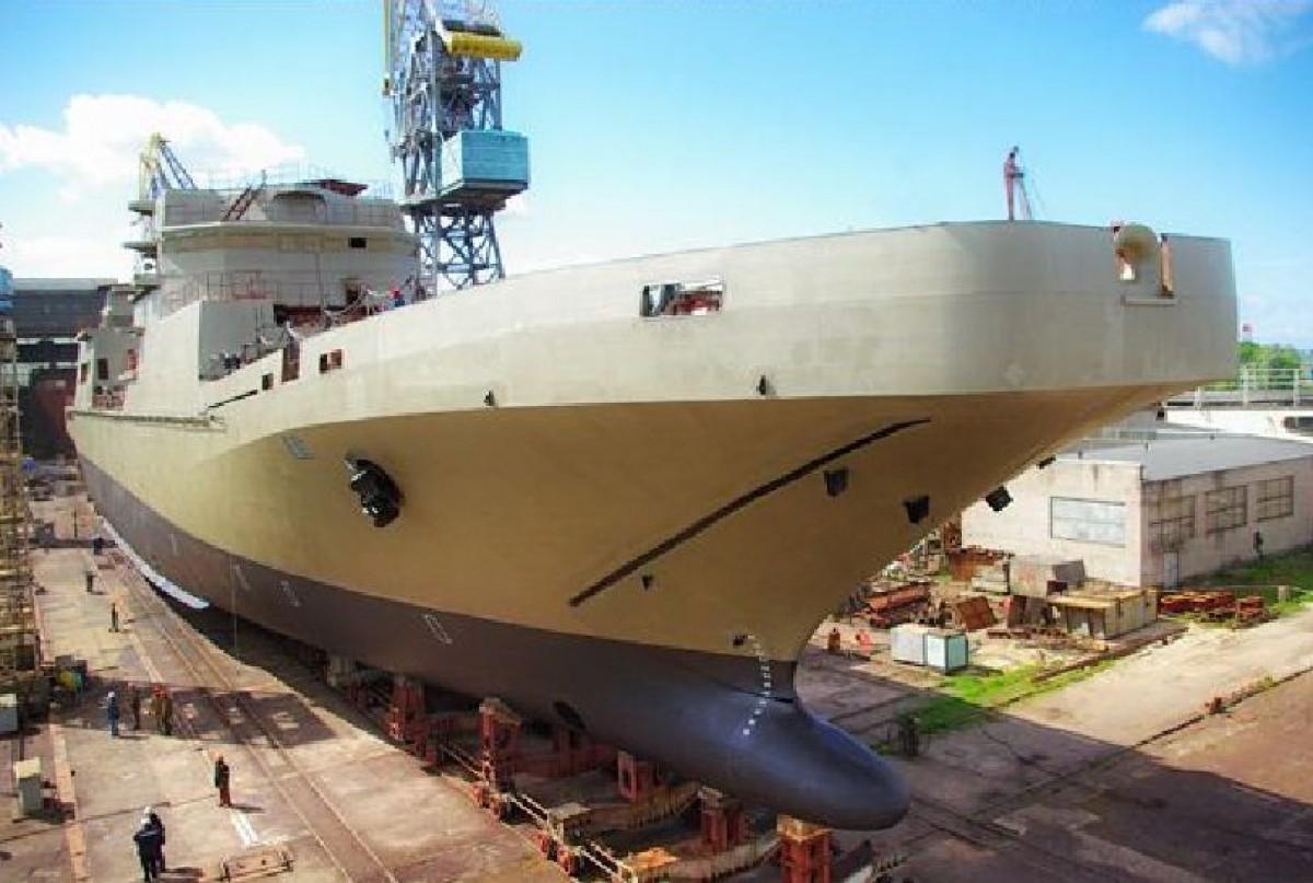 Tàu đổ bộ lớp Ivan Gren tại nhà máy đóng tàu