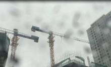 [VIDEO] Hãi hùng cẩu tháp quay tròn trong gió bão Hà Nội