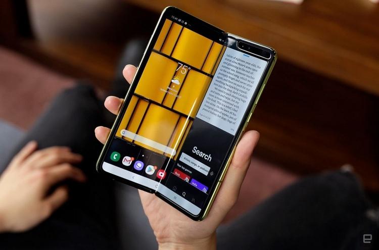 smartphone man hinh gap galaxy fold se tai xuat trong thang 9