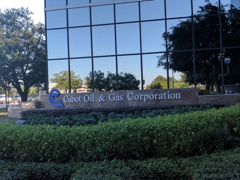 Ngành dầu mỏ Mỹ ghi nhận nhiều thương vụ mua bán và sáp nhập