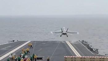 Chiến đấu cơ Mỹ thử nghiệm cất, hạ cánh từ siêu tàu sân bay