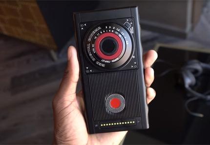Điện thoại holographic đầu tiên sẽ được bán trong tháng 11