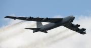 Tiêm kích Su-27 nhiều lần bay cắt mặt oanh tạc cơ B-52 Mỹ