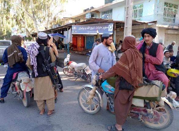 Phiến quân Taliban chiếm thủ phủ tỉnh thứ 12, Afghanistan lâm nguy
