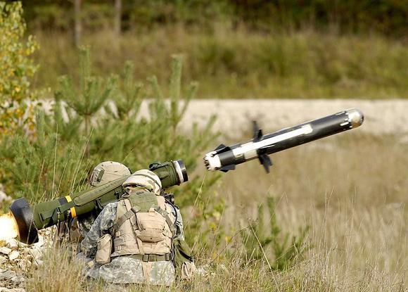 """Mỹ mua 260 """"sát thủ diệt tăng"""" Javelin"""