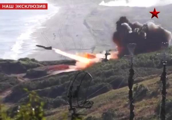 Nga: Tên lửa quân khu miền Đông đồng loạt khai hỏa