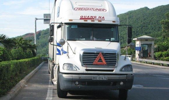 Tài xế container tông CSGT