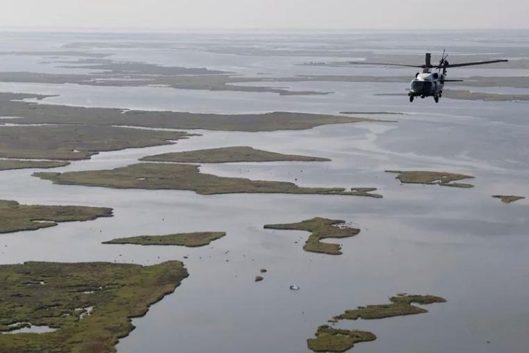 Tổng thống Mỹ thị sát hậu quả bão Ida, Mỹ điều tra sự cố tràn dầu dài hàng dặm