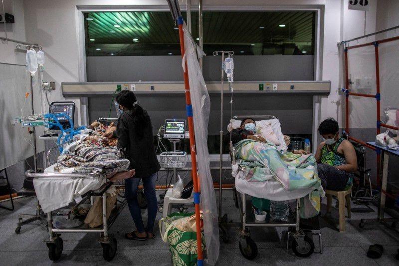 Bệnh nhân Covid-19 trong phòng cấp cứu tại một bệnh viện ở Philippines