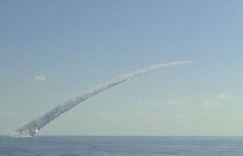 Tàu ngầm Nga phóng tên lửa hành trình tiêu diệt khủng bố IS
