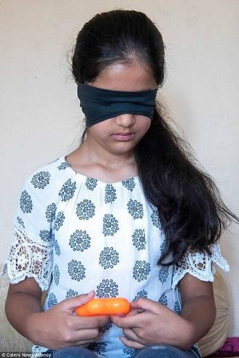 Kỳ lạ bé gái 11 tuổi ngửi mùi để phân biệt... màu sắc