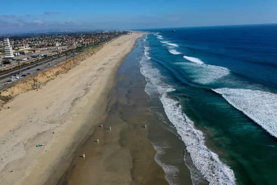 Các bãi biển mở cửa trở lại sau sự cố tràn dầu ở California