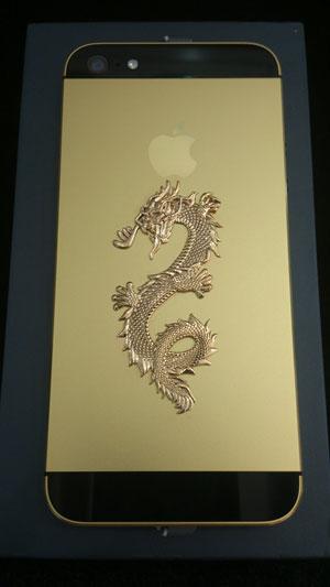 Hình rồng được đúc bằng vàng nguyên khối.