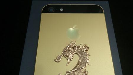 Chỉ có 10 mẫu giới hạn phiên bản iPhone 5 mạ vàng khảm rồng.