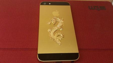 iPhone 5 mạ vàng khảm rồng được bán với giá 88 triệu đồng.