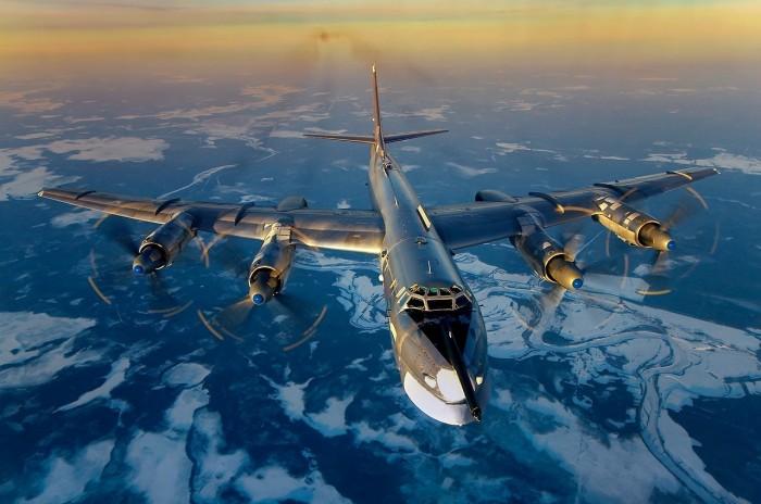 Nga điều một loạt máy bay ném bom tầm xa tới Syria