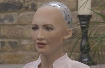 cong dan robot dau tien muon lap gia dinh