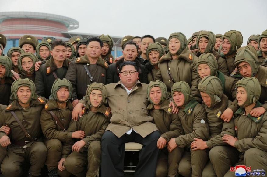 Nhà lãnh đạo Kim Jong-un trực tiếp giám sát tập trận không quân