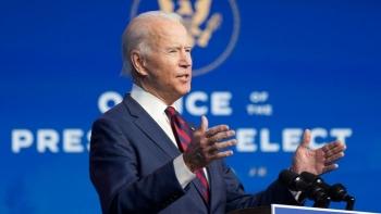 Ông Biden chỉ trích ông Trump vì không ký dự luật cứu trợ