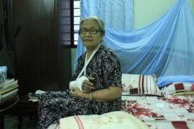 Cần nghiêm trị kẻ côn đồ xông vào nhà đánh gãy tay cụ bà 83 tuổi