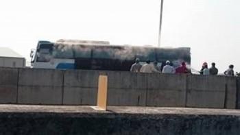 Xe khách bốc cháy trên cao tốc TP HCM - Trung Lương